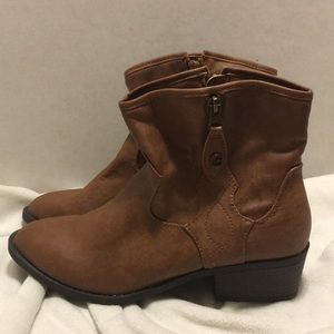 Guess boot  size 9.5 tan western look
